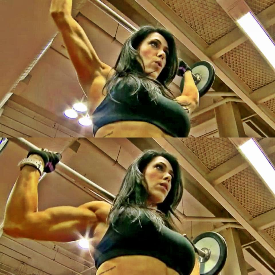 Bella Falconi treinando
