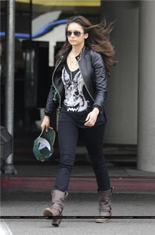Look casual Nina Dobrev
