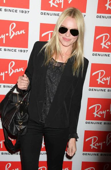 Look all black com Ray Ban