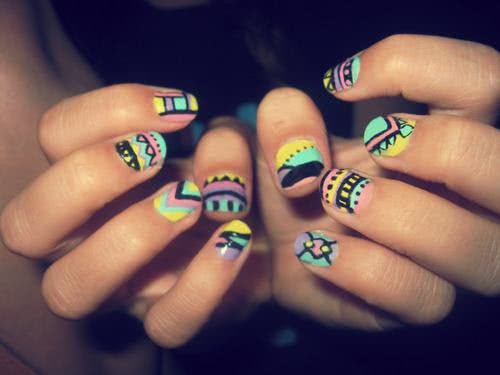 Nail art colorida